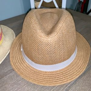 Old Navy straw Fedora Kids in excellent condition.